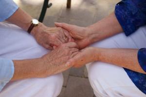 Le dispositif national de lutte contre la maltraitance des âgés se renforce